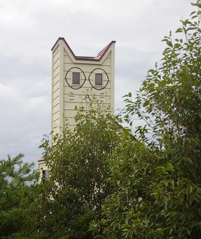 Edificio con forma de gato de la isla