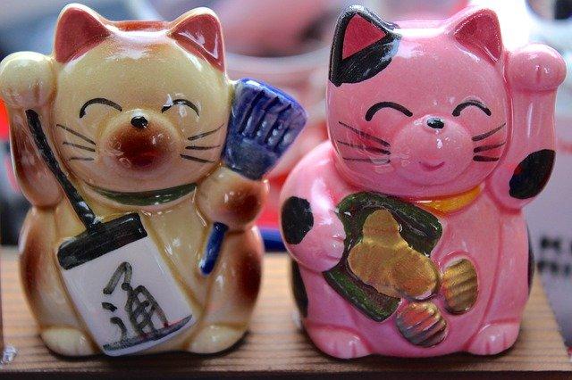 figuras-de-porcelana-del-gato-tradicional-japones-maneki-neko-de-la-buena-fortuna