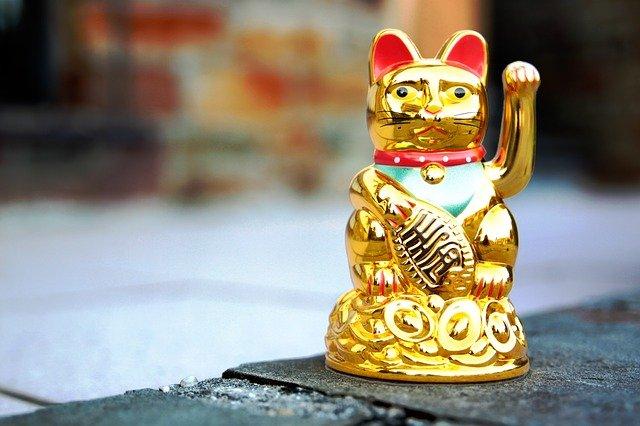 Icono de la fortuna de Japón en forma de gato llamado Maneki Neko