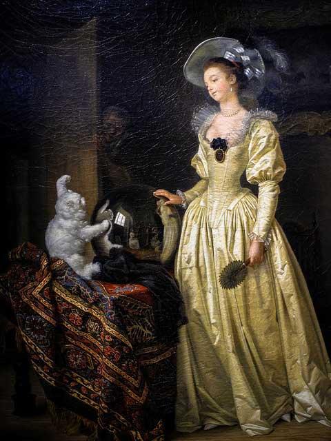 Dama junto a un gato de angora
