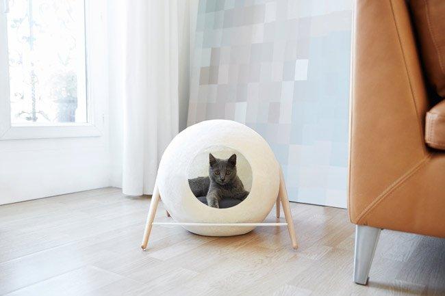 casa para gatos de color crema