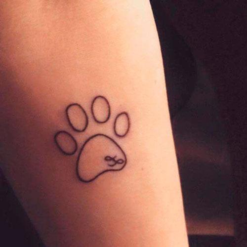 tatuaje de huella grande de perro