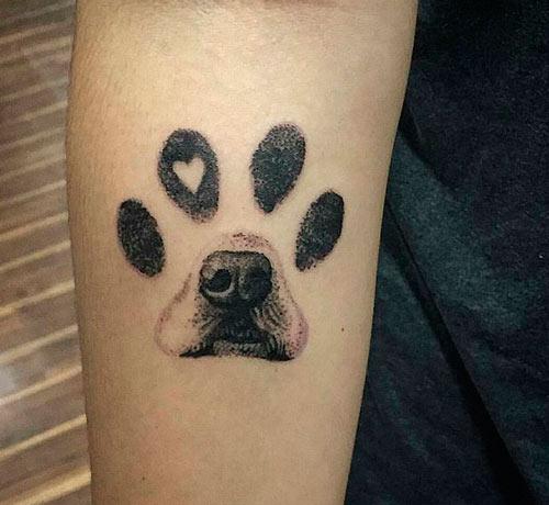tatuaje de huella de perro grande