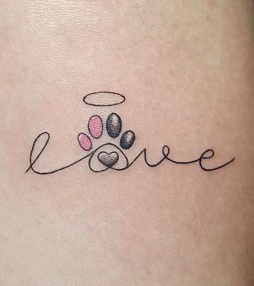 tatuaje love con huellita de perro