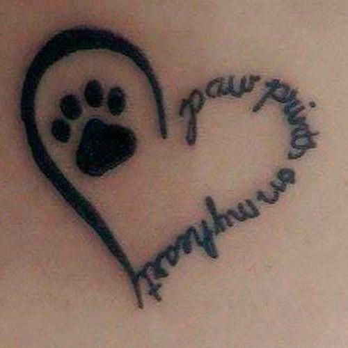 tatuaje corazón con huella de perro