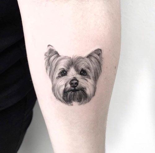 tatuaje de cabeza de perro yorkshire
